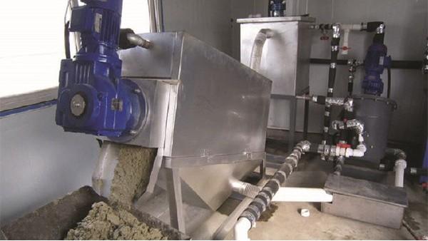 污水处理压滤机在使用聚丙烯酰胺时应注意以下情况